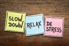 O Slow down, relaxa, conceito do de-esforço fotos de stock