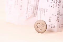 O símbolo da moeda do Euro rolou para baixo contas no fundo Fotografia de Stock