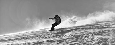 O snowboarder do estilo livre salta e monta Fotos de Stock