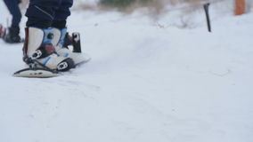 O Snowboarder salta no movimento lento video estoque