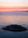 O cone da pesca no lago Yellowstone no alvorecer imagem de stock royalty free