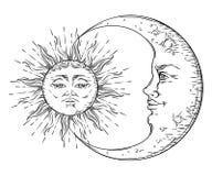 O sol e o crescente tirados da arte do estilo mão antiga moon Vetor chique do projeto da tatuagem de Boho ilustração stock