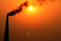 O sol, a lua e poluição Fotos de Stock Royalty Free