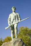 O soldado do Minuteman da guerra revolucionária cumprimenta visitantes a Lexington histórico, Massachusetts, Nova Inglaterra Fotos de Stock Royalty Free