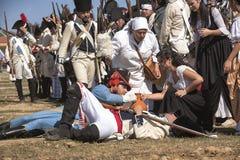 O soldado francês feriu-se no campo de batalha durante a representação da batalha de Bailen Foto de Stock