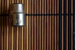 O soquete Torx para a chave inglesa no fundo de madeira, tamanho dos soquetes da chave é 10 milímetros Fotos de Stock