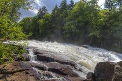 O soro de leite coalhado cai no rio de Raquette Fotografia de Stock