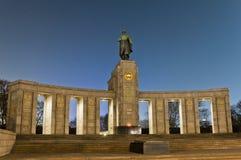 O Sowjetische Ehrenmal em Berlim, Alemanha Fotografia de Stock