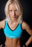 O Sportswoman está levantando imagem de stock royalty free