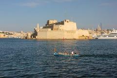 O St Angelo do forte em Birgu disparou de Valletta imagens de stock