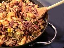 O stir do camarão e dos bróculos do arroz dos feijões vermelhos frita imagens de stock royalty free