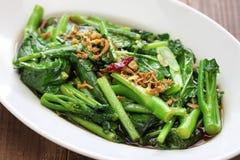 O Stir fritou o kale chinês com molho da ostra Fotografia de Stock Royalty Free