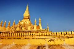 O stupa dourado famoso de Phra que Luang Fotografia de Stock Royalty Free