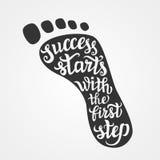 'O sucesso começa com a primeira etapa' que rotula Fotos de Stock Royalty Free