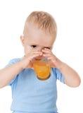 O suco da bebida do menino fotografia de stock royalty free