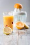 O suco de laranja é o melhor café da manhã Fotos de Stock