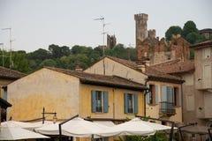 O sul Mincio de Borghetto é uma das vilas as mais bonitas em Itália, um daqueles lugares que parecem irreais Foto de Stock