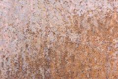 O sumário corroeu o fundo oxidado do metal, mostrando texturas da oxidação imagens de stock