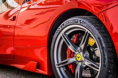 O supercarro de Ferrari 458 estacionou no circuito de Barcelona Fotografia de Stock Royalty Free
