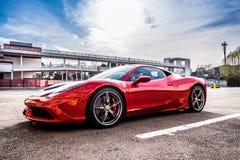 O supercarro de Ferrari 458 estacionou no circuito de Barcelona Imagem de Stock Royalty Free