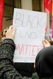 O suporte até o março do racismo através de Londres central foto de stock royalty free