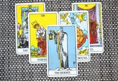 O suporte da rendição da reflexão do cartão de tarô do eremita fora da imagem ilustração stock