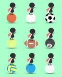 O suporte dos desenhos animados do caráter do homem negro na bola dos esportes e as mãos levantam em cima com a bandeira ondulada Imagens de Stock