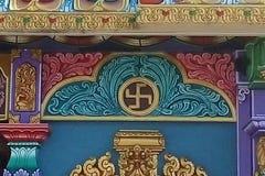 O svastika hindu, Batu cava, Malásia imagem de stock