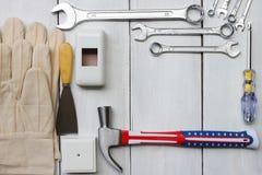 O técnico feliz da ferramenta do conceito de Estados Unidos do Dia do Trabalhador colocou sobre imagens de stock royalty free