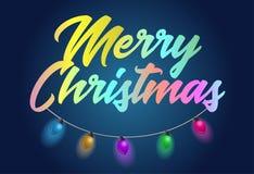 O título de texto colorido do feriado do Feliz Natal com festão bonita ilumina-se Fotografia de Stock
