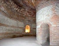 O túmulo antigo da abóbada perto da cidade de Pomorie, Bulgária Fotos de Stock