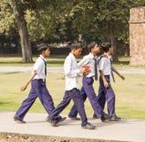 O túmulo de Humayun indiano da visita dos alunos em Deli Imagens de Stock Royalty Free