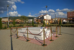 O túmulo de Ibrahim Rugova, Pristina, Kosovo imagens de stock