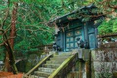 O túmulo de Tokugawa Ieyasu no santuário de Tosho-gu em Nikko, Japão imagens de stock royalty free