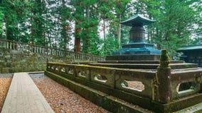 O túmulo de Tokugawa Ieyasu no santuário de Tosho-gu em Nikko, Japão fotos de stock