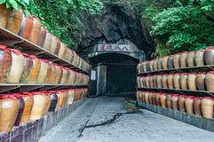 O túnel que defende o inimigo é mudado à área de armazenamento do sorgo fotografia de stock royalty free