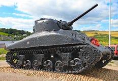 O tanque de Sherman em areias de Slapton em Devon Foi afundado na ação durante o tigre do exercício que era um ensaio para o dia  fotografia de stock