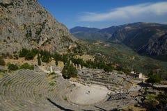O teatro antigo, Delphi, Grécia Imagens de Stock