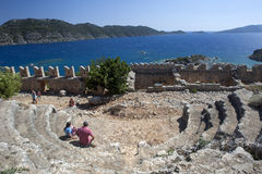 O teatro antigo dentro da fortaleza do cruzado em Simena (Kalekoy) em Turquia Imagem de Stock