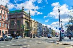 O teatro da comédia na perspectiva de Nevsky fotos de stock