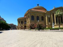 O Teatro Massimo Vittorio Emanuele em Palermo, Itália imagens de stock royalty free