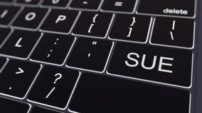 O teclado de computador preto e a incandescência processam a chave Rendição 3d conceptual Imagem de Stock