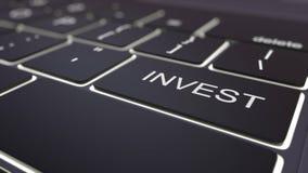 O teclado de computador preto e luminosos modernos investem a chave rendição 3d Fotos de Stock Royalty Free