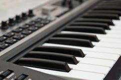 O teclado do piano eletrônico. Fotos de Stock