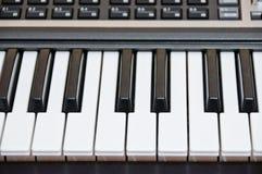 O teclado do piano eletrônico. Sintetizador Fotografia de Stock Royalty Free