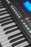 O teclado do sintetizador e seus controles Fotografia de Stock