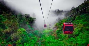 O teleférico em montanhas de Genting, Malásia do ropeway imagens de stock royalty free
