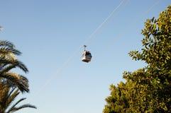 O teleférico no céu em Alanya Turquia Cabo aéreo modular Dia ensolarado Foto de Stock Royalty Free
