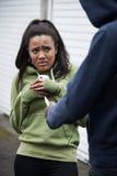 O telefone celular de Stealing Teenage Girl do ladrão Foto de Stock Royalty Free