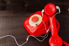 O telefone retro vermelho imagens de stock